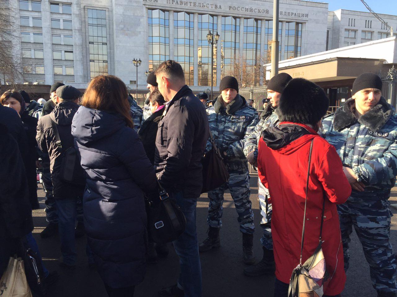 В столице задержали 2 человек перед встречей Силуанова свалютными заёмщиками
