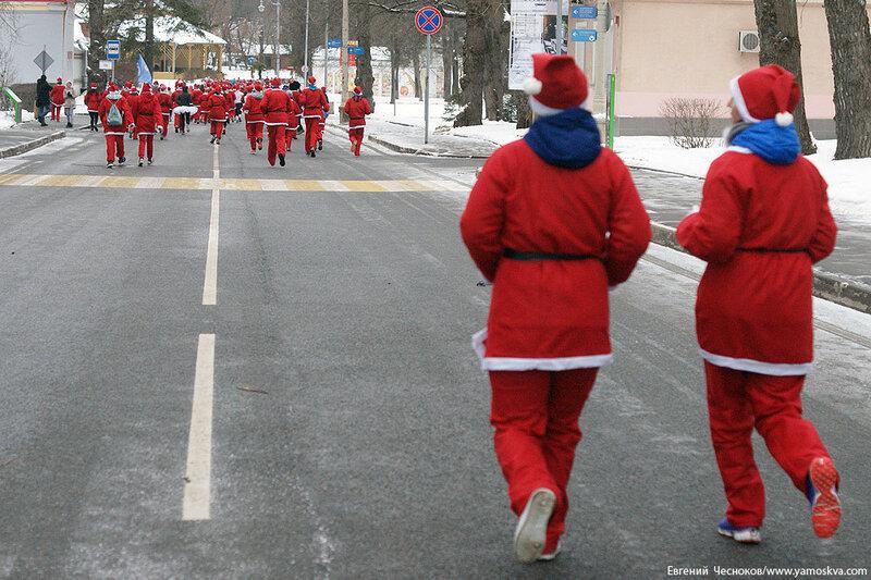 Зима. ВДНХ. Забег Дедов Морозов. 25.12.16.16..jpg