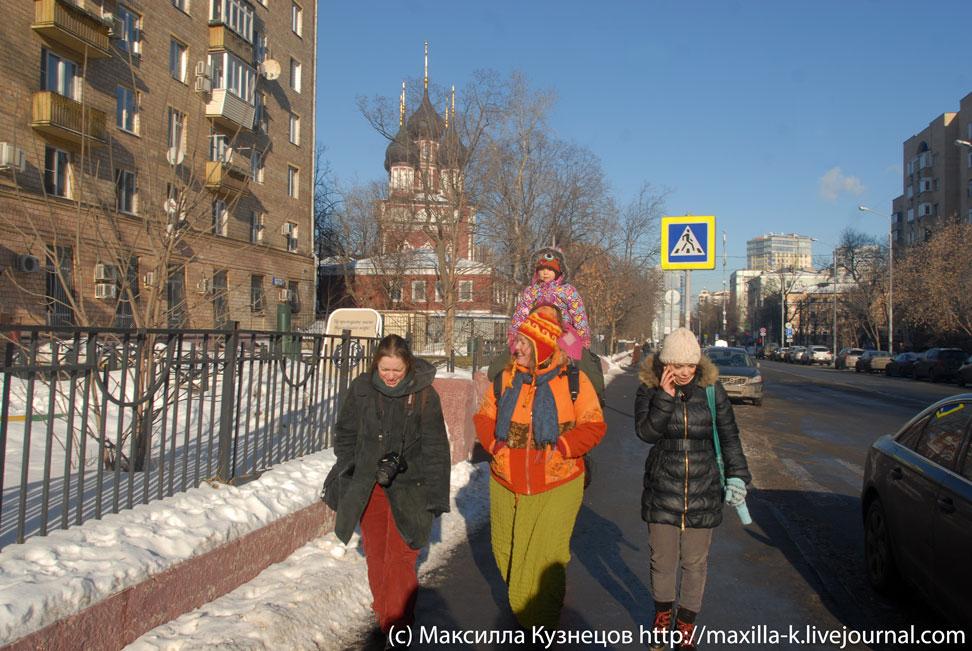 По улице Донской