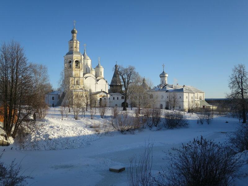 Спасо-Прилуцкий монастырь. Общий вид на монастырские постройки