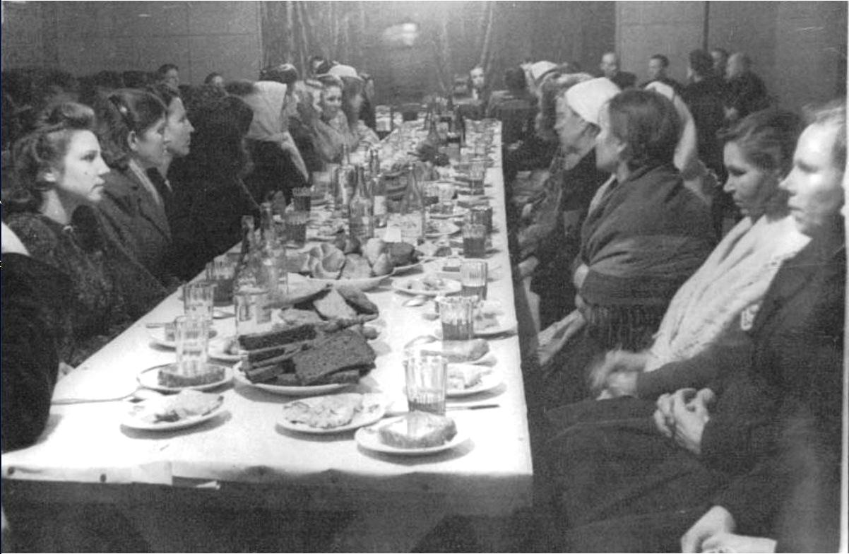 1951. Встреча Нового года коллективом совхоза «Комсомолец». Череповецкий район