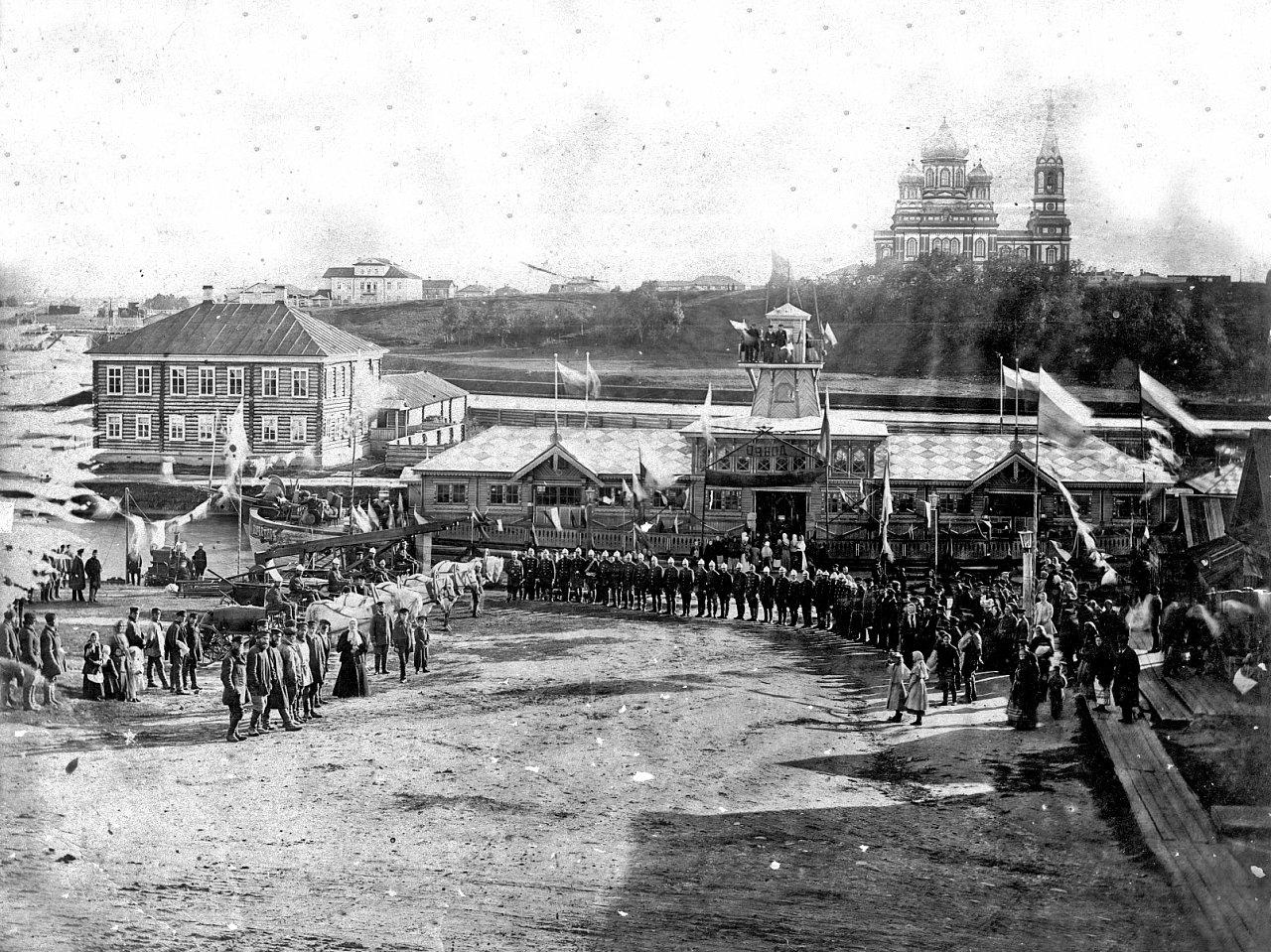 Городская пристань и Сретенский собор. Передвижная пожарная выставка в Вытегре. 1897