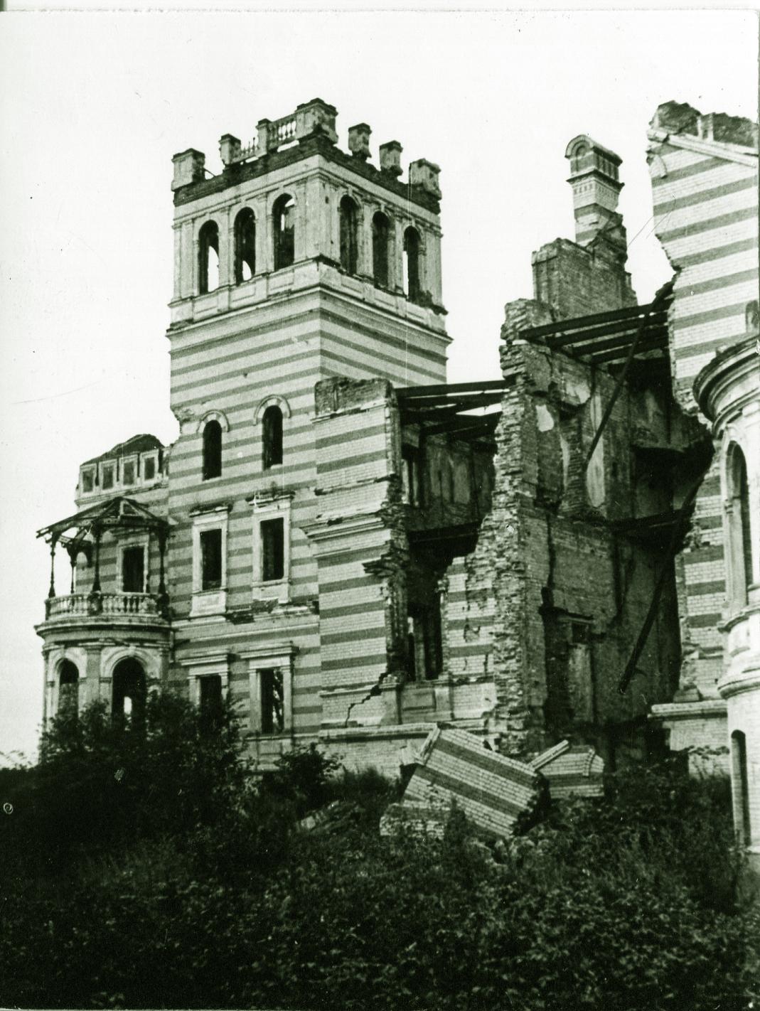 1955. Руины Нижней дачи в Александрии