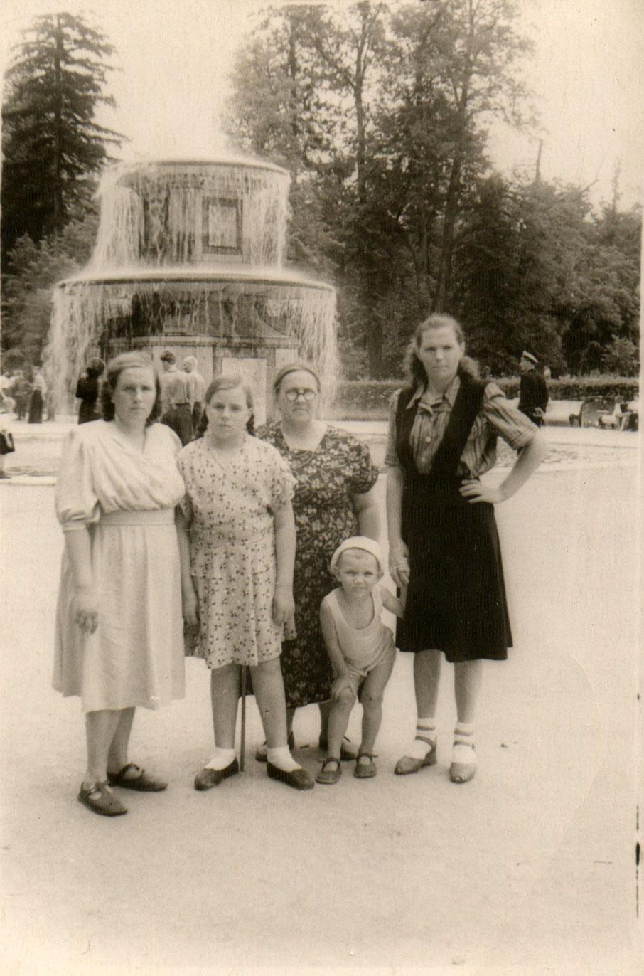 1953.  У Римских фонтанов
