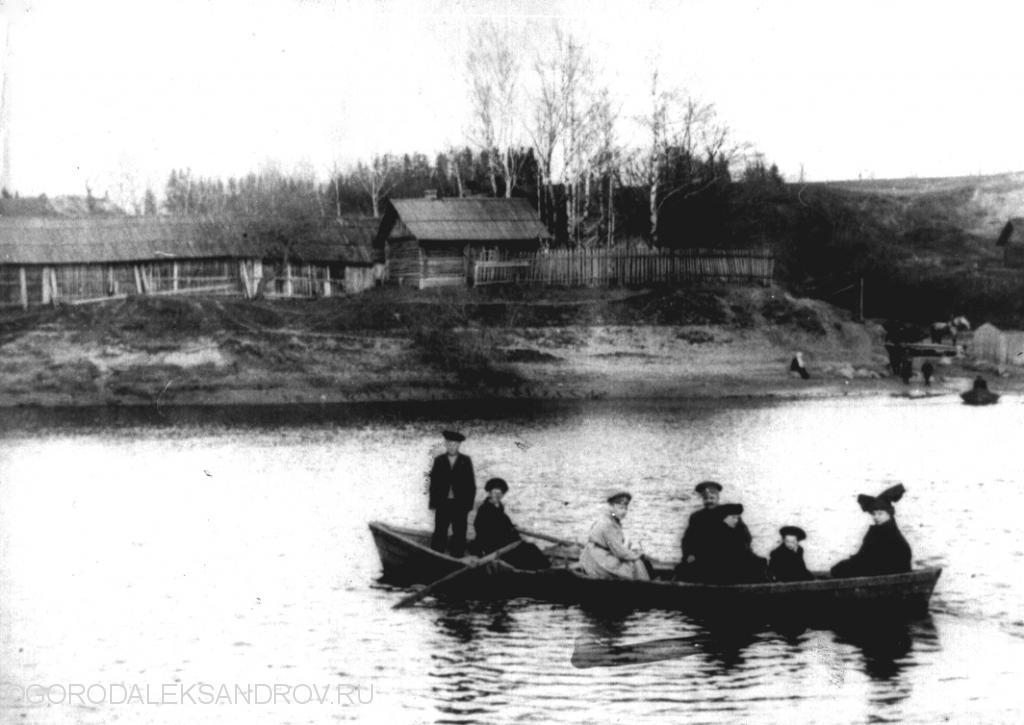 Лодка на реке Серой у Чугунного моста