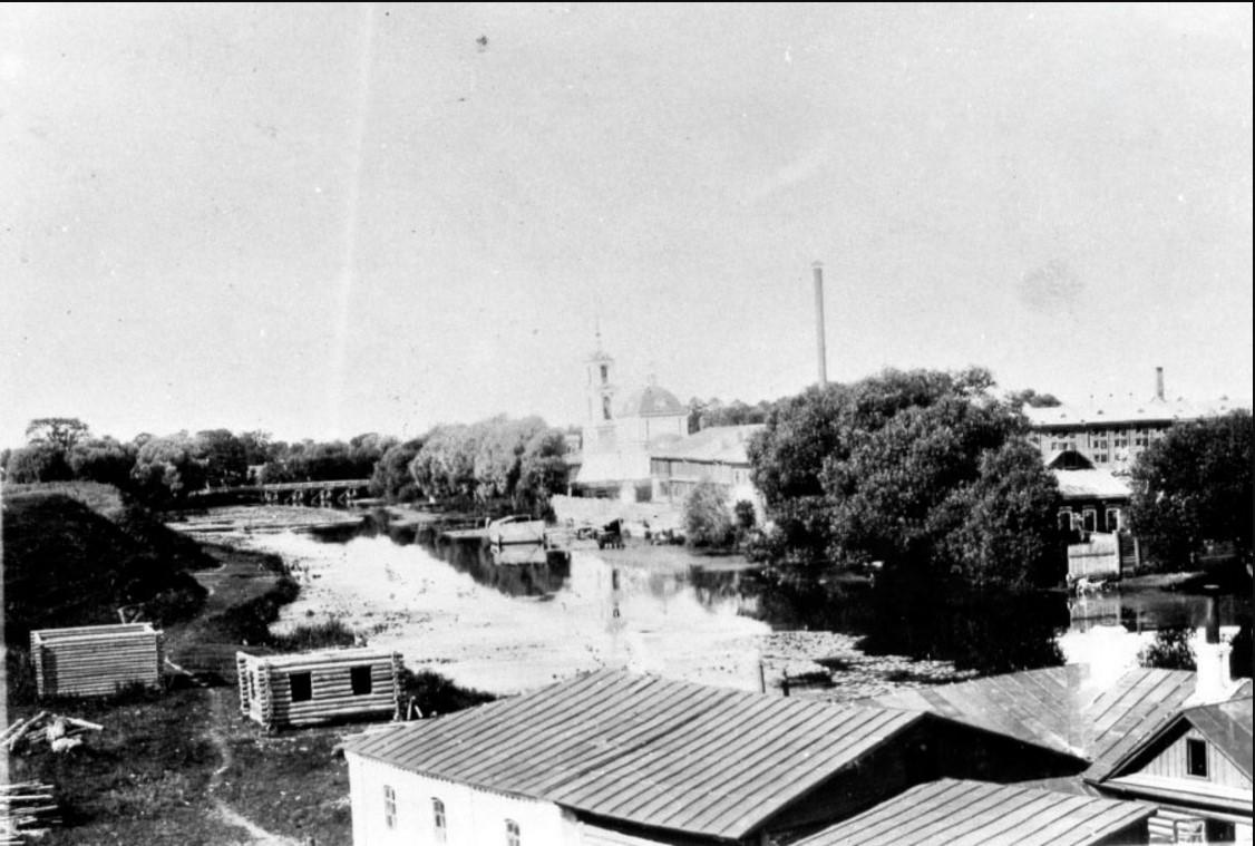 Вид с городского вала на фабрики Гладковых и Гольмберга и церковь Иоанна Златоуста, 1900-е