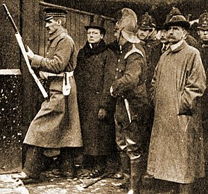 Siege_of_Sidney_Street_–_Churchill.jpg