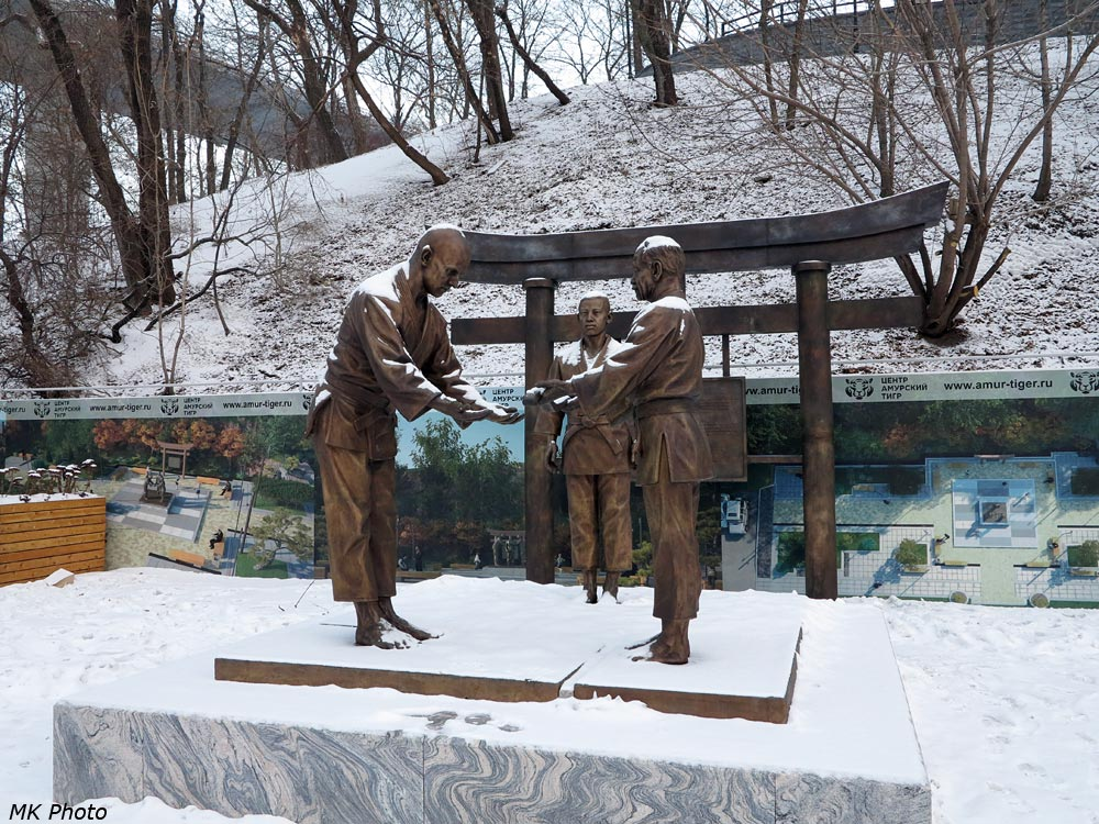 Памятная композиция приходу дзюдо в Россию