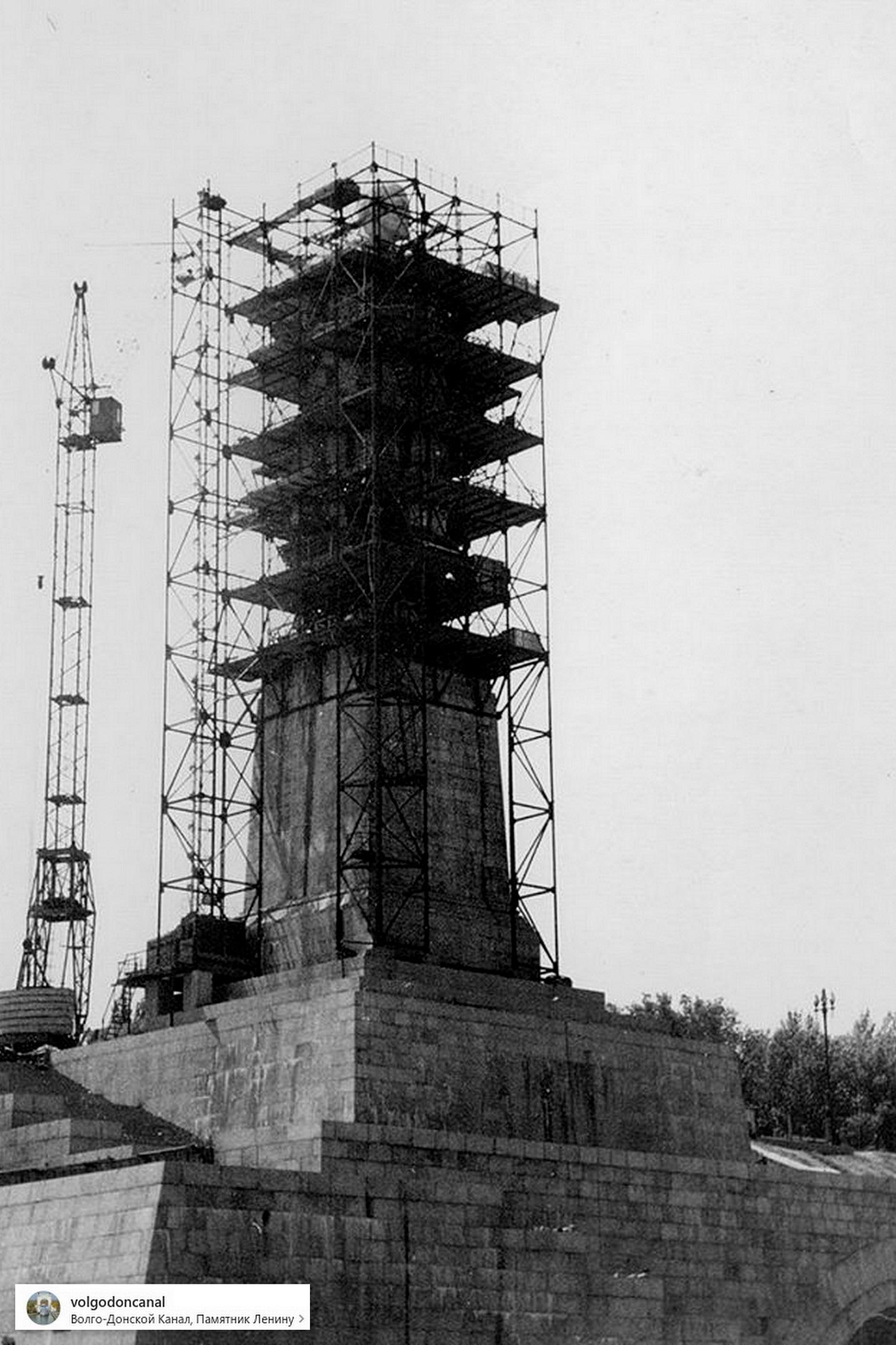 Семидесятые - строящийся памятник Ленину. Волгоград