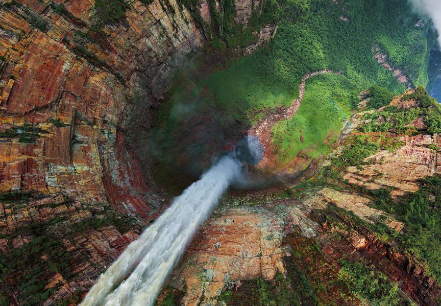 Необычный вид на водопады