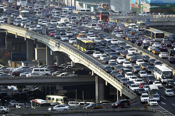 Люди в Лос-Анджелесе не настолько счастливы и беззаботны, как это показывается в фильмах. Этот город