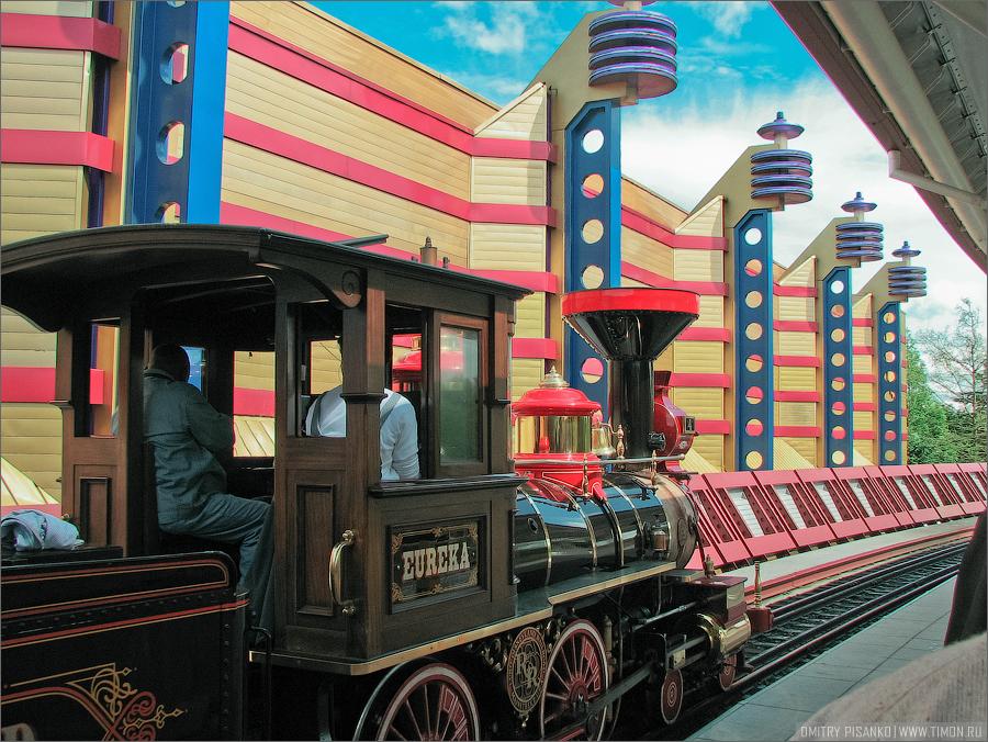 17. Fantasyland (Страна фантазии), но мы там не были, эта часть парка расчитана на детей.