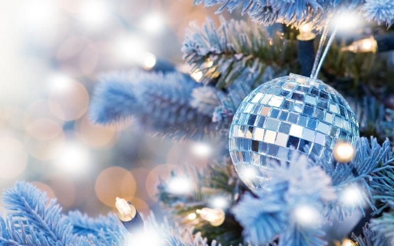Если стандартную елку наряжать еще точно рано, то самое время смастерить главный новогодний атрибут