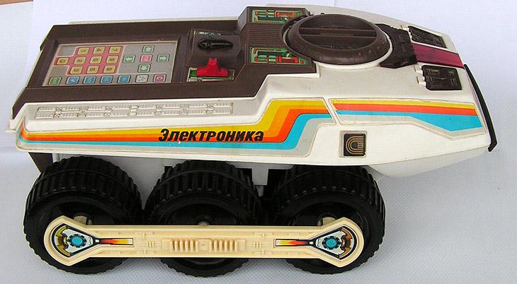 2. Да, электронная игра «Ну, погоди!» волновала немало детских и взрослых сердец. Волк из одноименно