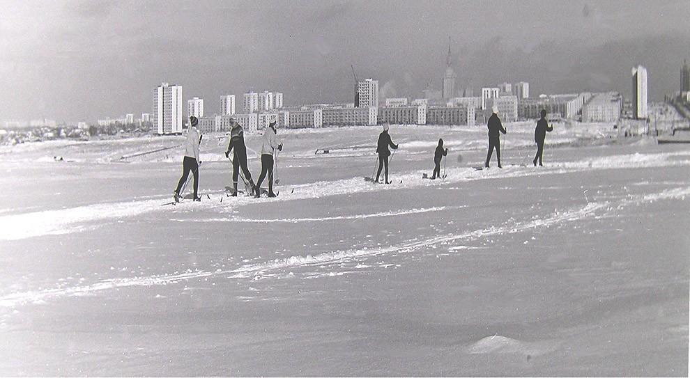 8. Москва, Юго-Запад, дальний план ул. Лобачевского, примерно 1972 г.