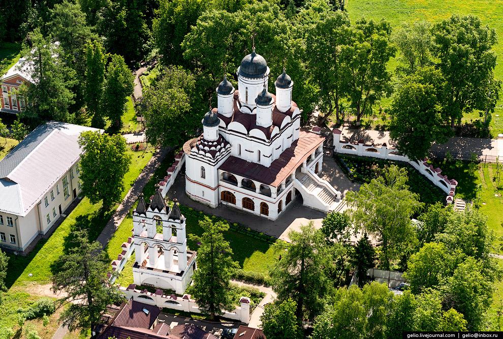 35. Церковь во имя святителя Николая Чудотворца построил в селе Сидоровское в 1648 году князь Ф