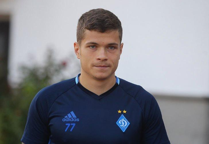 Изгнанный футболист Динамо Громов поехал играть в РФ