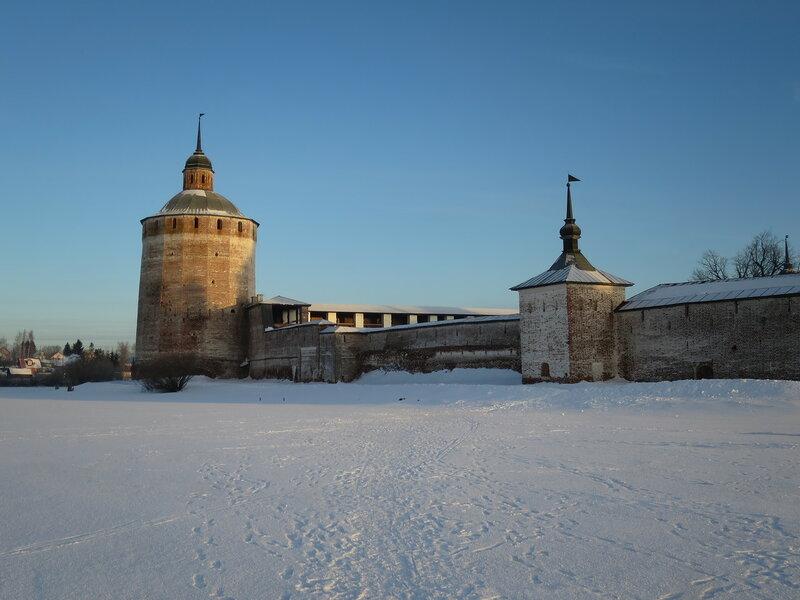 Кирилло-Белозерский монастырь. Большая Мереженная (22) и Поваренная (38) башни