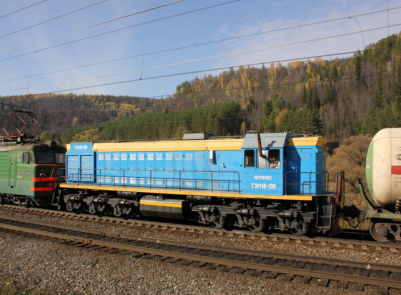 ТЭМ18-190 транспортируется в составе грузового поезда
