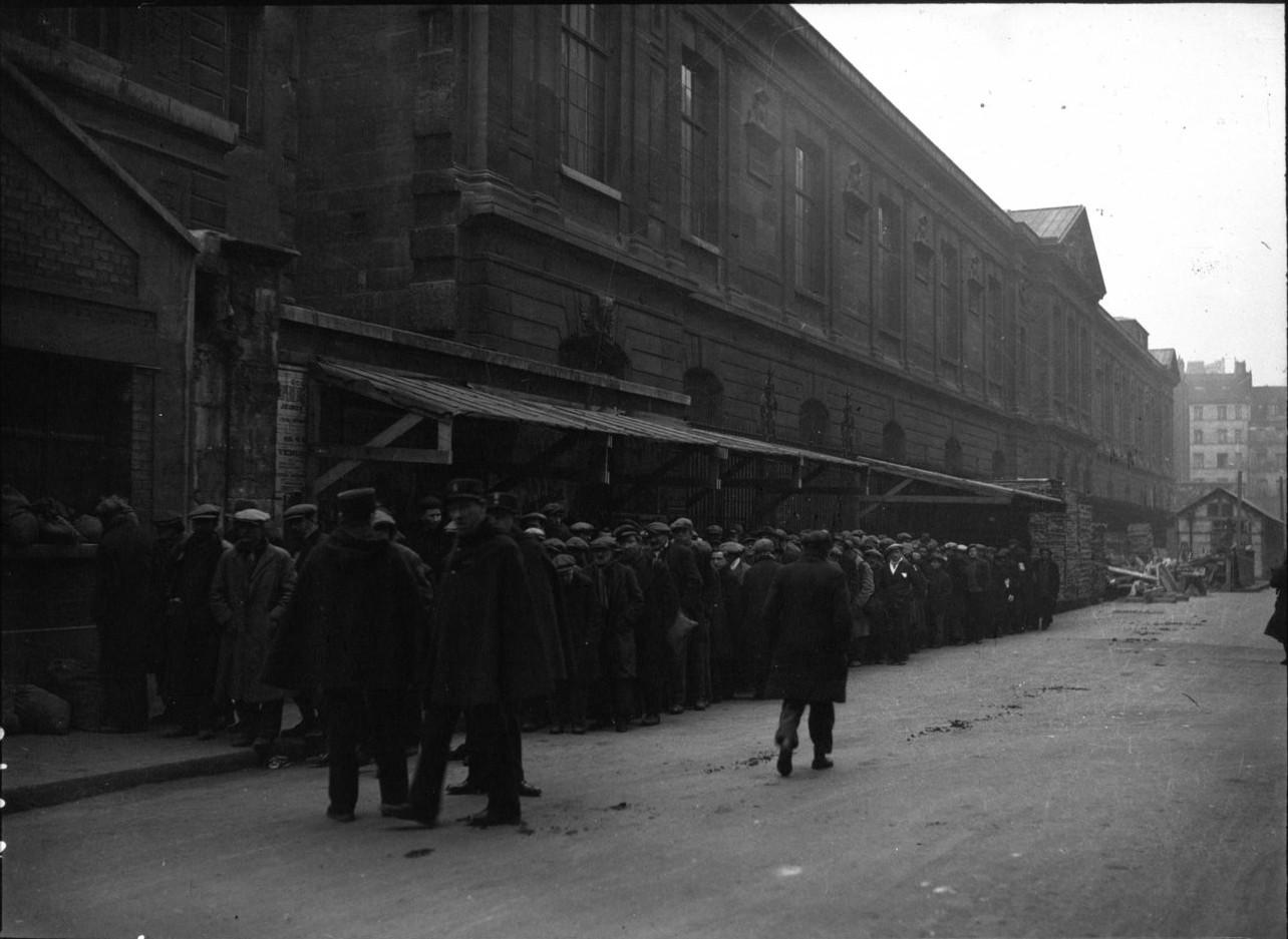 1933. Бездомные и обездоленные в очереди за бесплатным супом