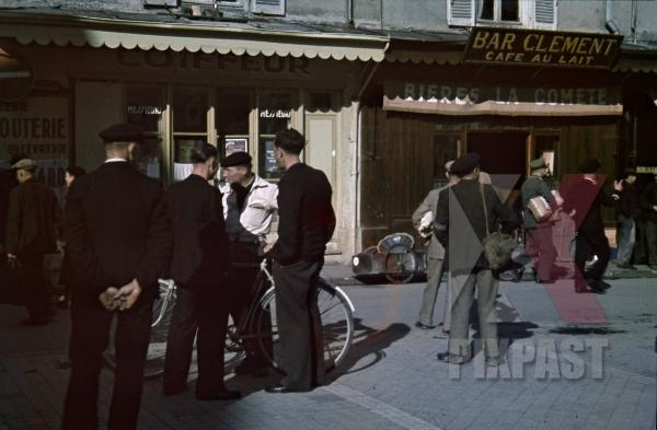 stock-photo-bar-clement-kriegsmarine-german-navy-officers-post-packets-fishing-la-rochelle-france-1940-12294.jpg