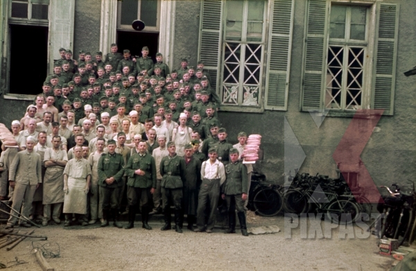 stock-photo-staff-portrait-of-the-german-290th-infantry-division-baking-company-bckereikomp-290-id-in-france-1940--10453.jpg