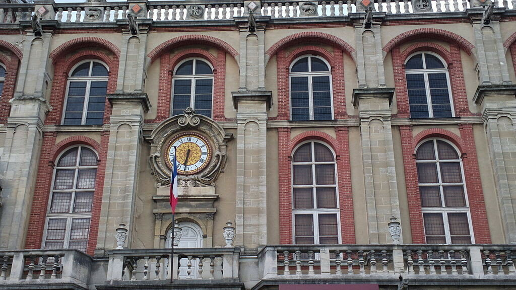 1024px-Horloge_du_Château_de_Saint-Germain-en-Laye_02.jpg