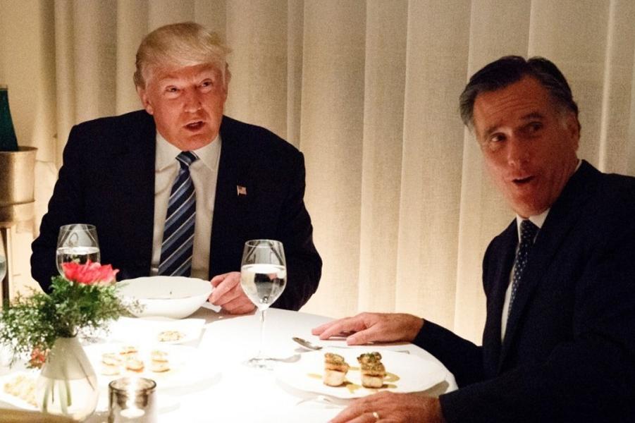 Трамп принимает Ромни.png