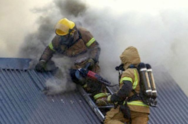 Вцентре Петербурга вжилом доме горит квартира