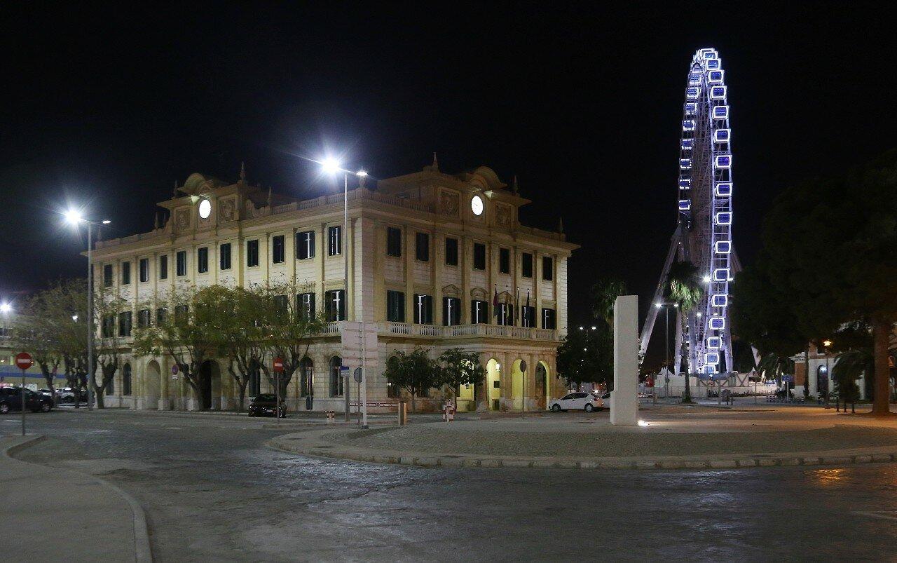 Ночная Малага. Малага  Здание управления порта (Sede de la Autoridad Portuaria