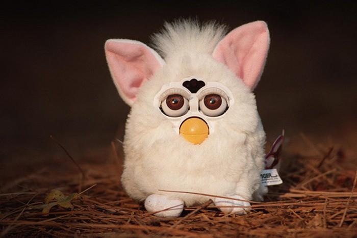 10. Furby Такой робот-совохомяк оценивается в пятьсот долларов.