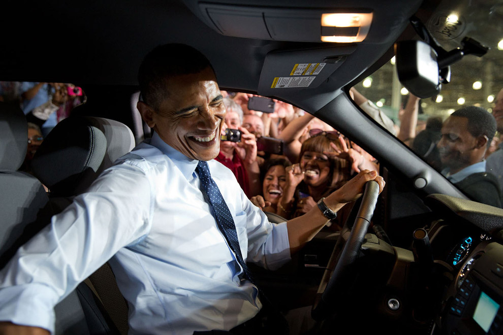22. У Белого дома. Президент только что вышел из вертолета, приземлившегося на лужайке, 30 март