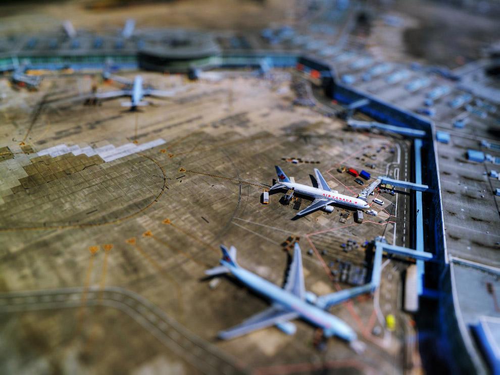 21. Миниатюрный мир в музее авиации. (Фото Angel Ganev):