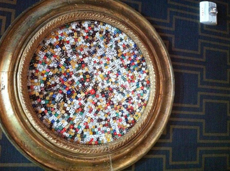 3. Искусство игральных костей от Казино Гранд Лобби Неудивительно, что это творение украшает стену в
