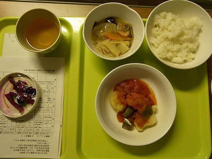 14. Токио, Япония: мисо-суп, рис, курица, соления.