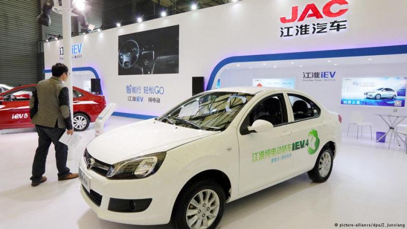 Китайские компании, например, JAC, лидируют на быстрорастущем в КНР рынке электромобилей  Вс