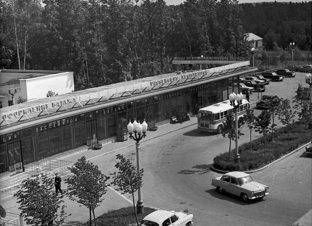 Павильон регистрации и оформления багажа, 1963 год.