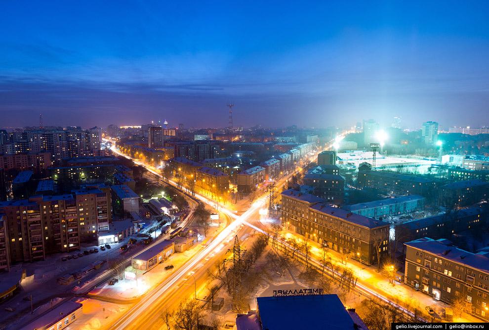 44. Улица Сибиряков-Гвардейцев и высотка ТРЦ «Сан-Сити».