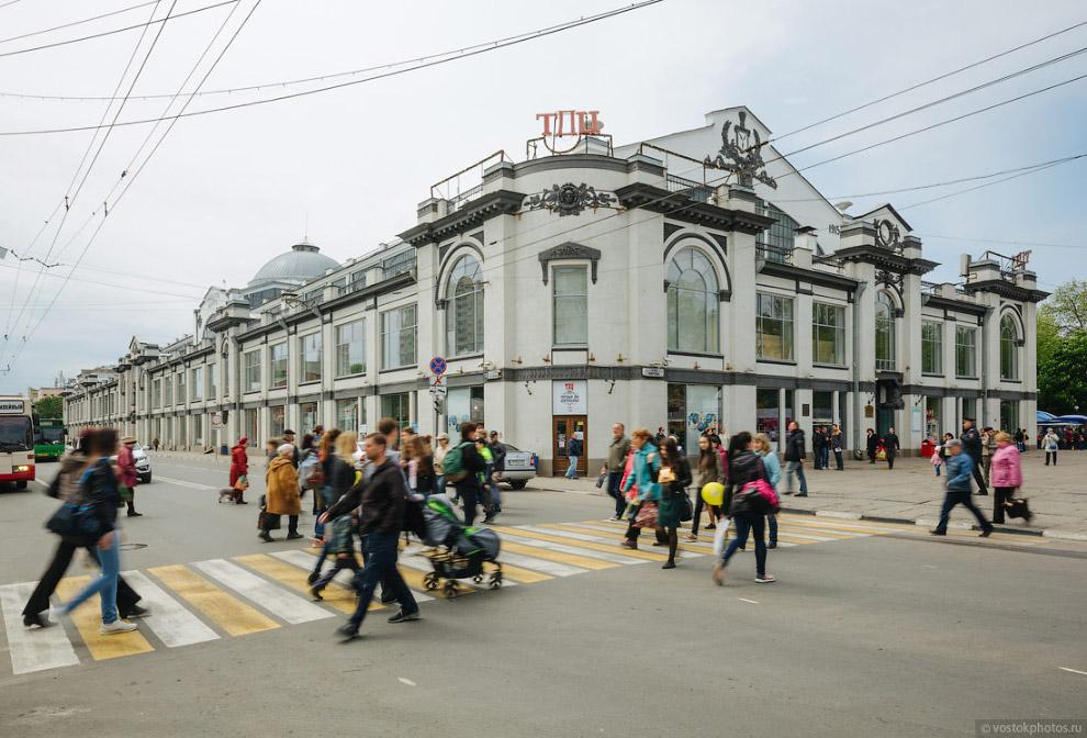 47. Но! Можно долго наслаждаться архитектурой показательных улиц Саратова. Пора прогуляться по
