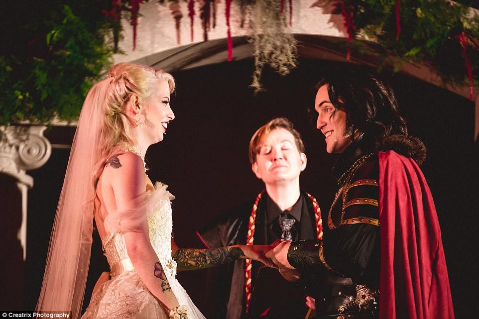Медовый месяц пара проведет в Румынии, на родине графа Дракулы.