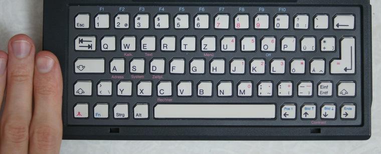 5. Одна из ключевых «фишек» Atari Portfolio — полноразмерная QWERTY-клавиатура.