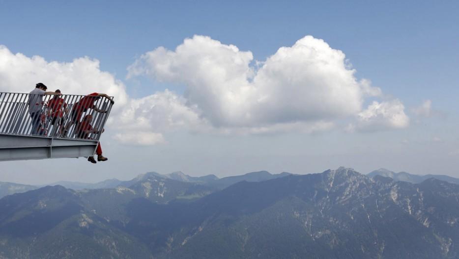 28. На высоте примерно 99 м на горе Альпспикс находится вот такой короткий мост, предлагающий удивит