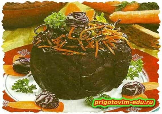 Капуста с овощным салатом внутри