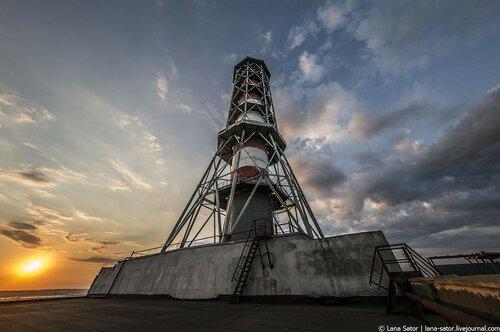 Заброшенная стройка атомной станции. Труба, машинный зал и реактор РБМК-1000.