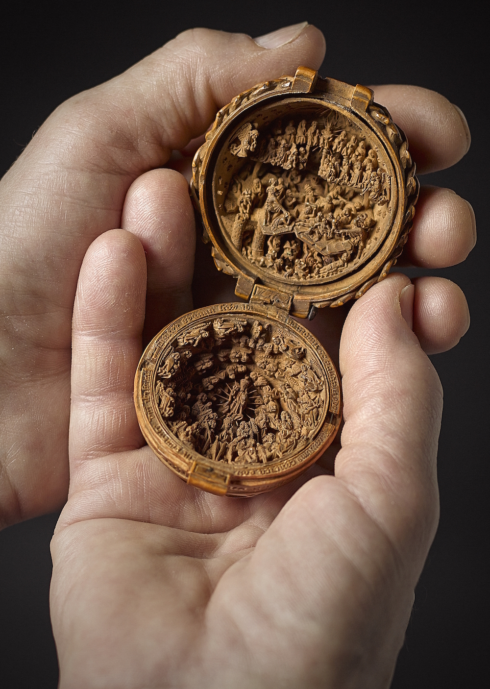 16th Century Miniature Boxwood Carvings That Fit in the Palm of Your Hand (8 pics)