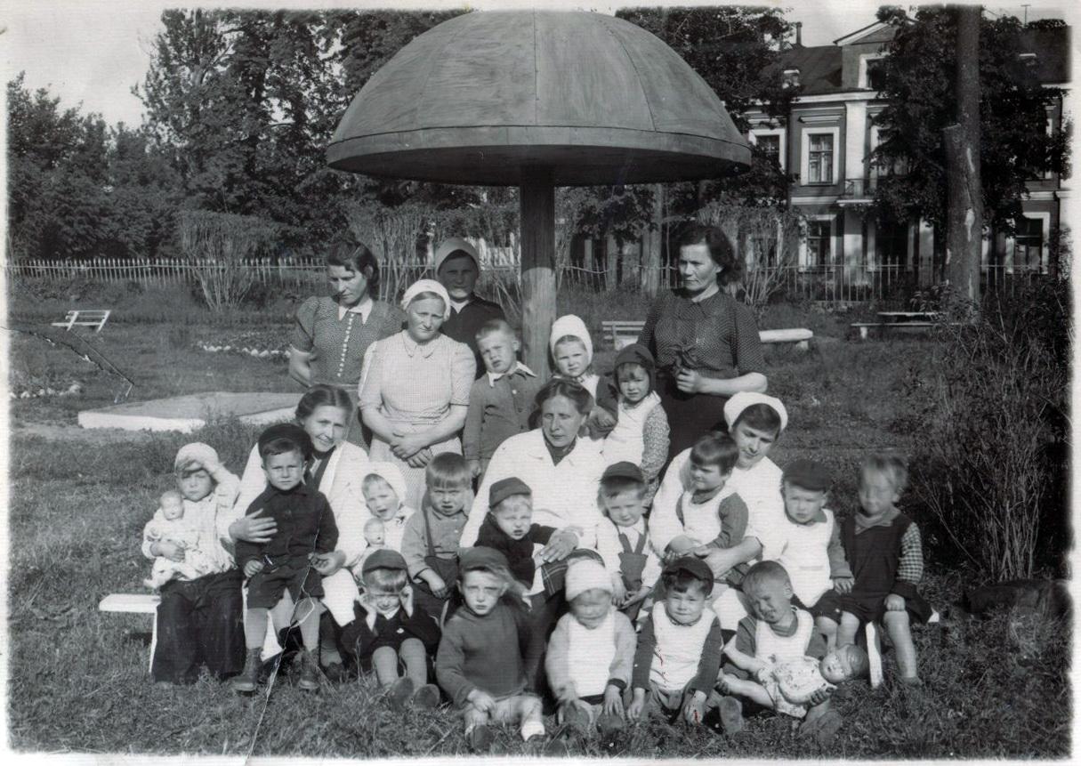 1949.  Детский сад в бывшей церковно-приходской школе