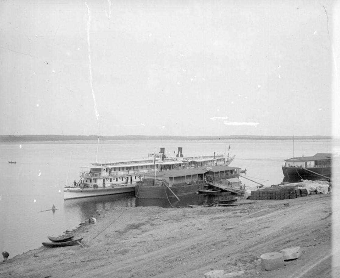1890-1900. Пассажирский пароход у причала. Нижний Новгород