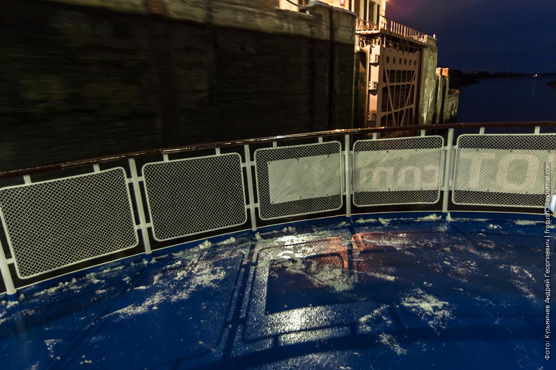 теплоход Некрасов снег на палубе