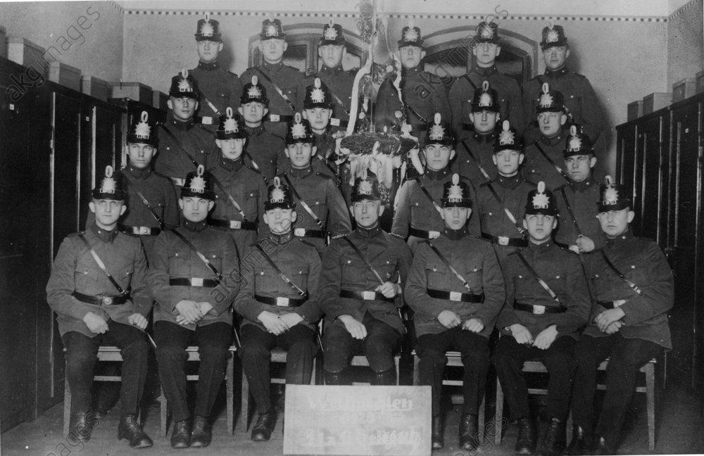 Berliner Schutzpolizisten / Foto 1929 - -