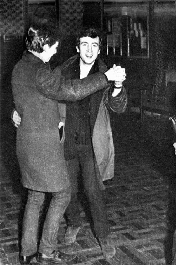 «Посреди одной из песен Джордж и Пол надели пальто и отправились танцевать фокстрот вместе со зрител